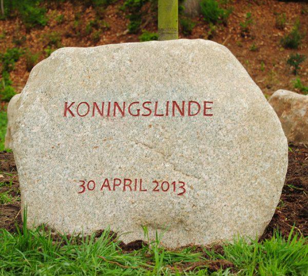 Deze steen is speciaal bewerkt voor de steencirkel in Den Treek, locatie: tegenover Treekerweg 13, Leusden-Zuid