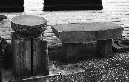 Bank en tafel, gemaakt van oude traptreden uit Amsterdam en omgeving. Volledig met de hand gemaakt en Co2 vrij, formaat bank: ca.120 x 30 x 50 cm. Tafel: 40 x 30 x 60 cm. bestaande uit 3 elementen waarbij het oorspronkelijke elementen zijn behouden. Ontwerp: Niek Wittebrood, copyright 1999